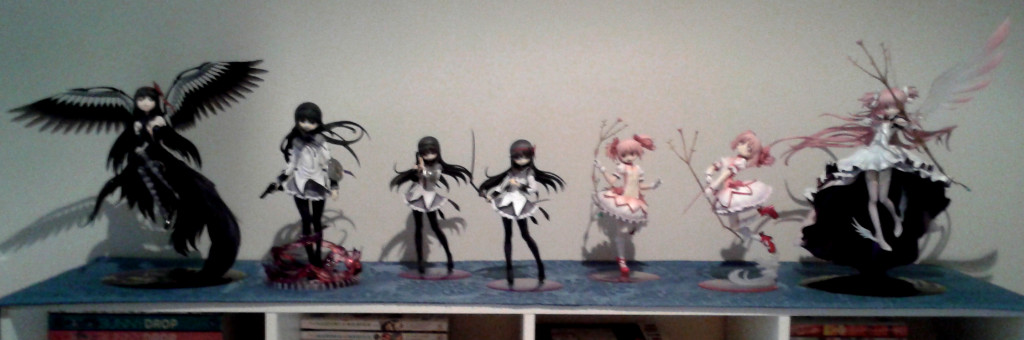 Homura and Madoka figurines